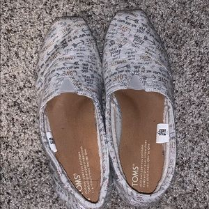 Cute TOMS with fuzzy lining and cute fabric!